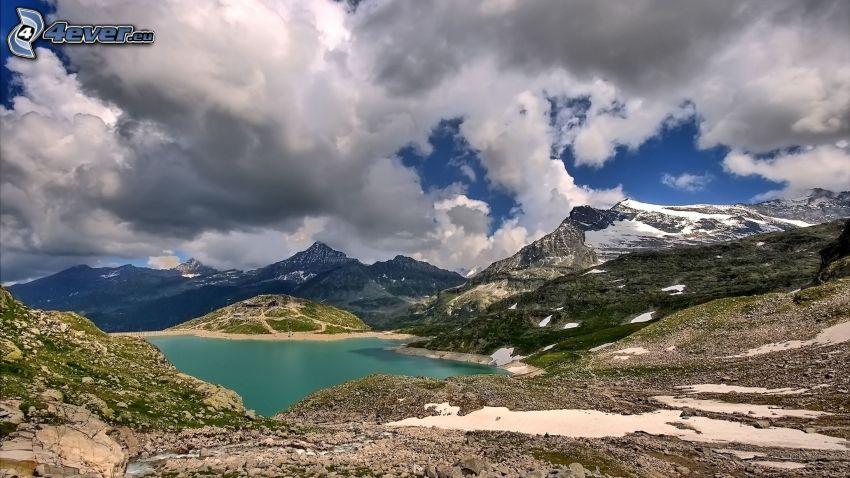 lago di montagna, montagne, nuvole