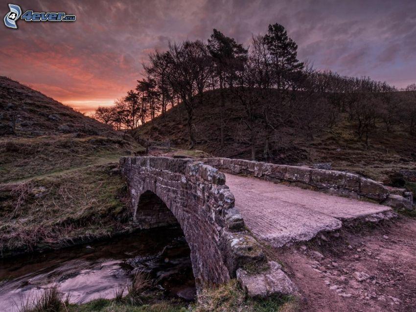 ponte di pietra, ruscello, tramonto