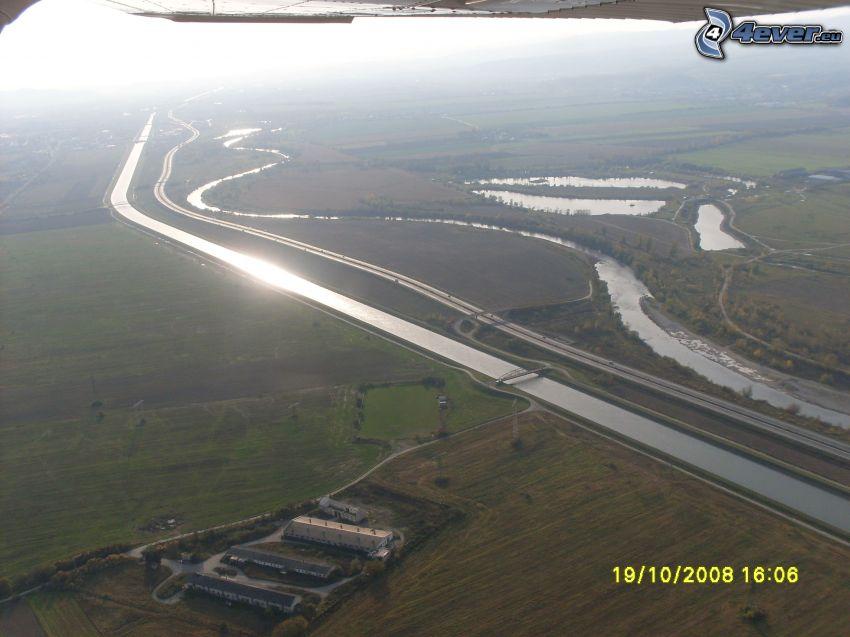 Váh, Považie, Slovacchia, canale d'acqua, autostrada, strada, vista aerea