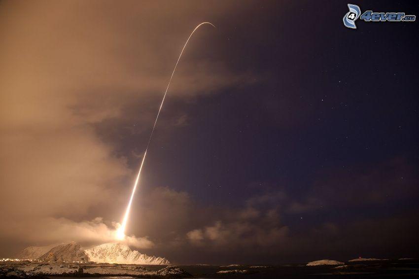 partenza di una navicella spaziale, oceano