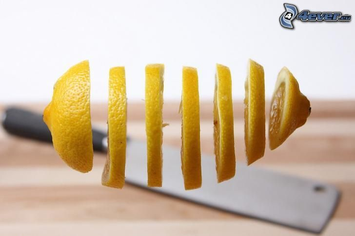 fette di limone, coltello