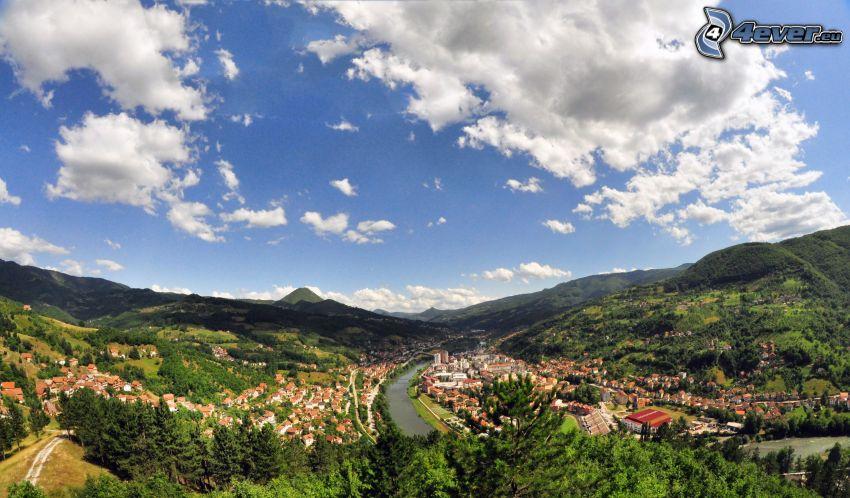 Priboj, Serbia, vista della città, nuvole