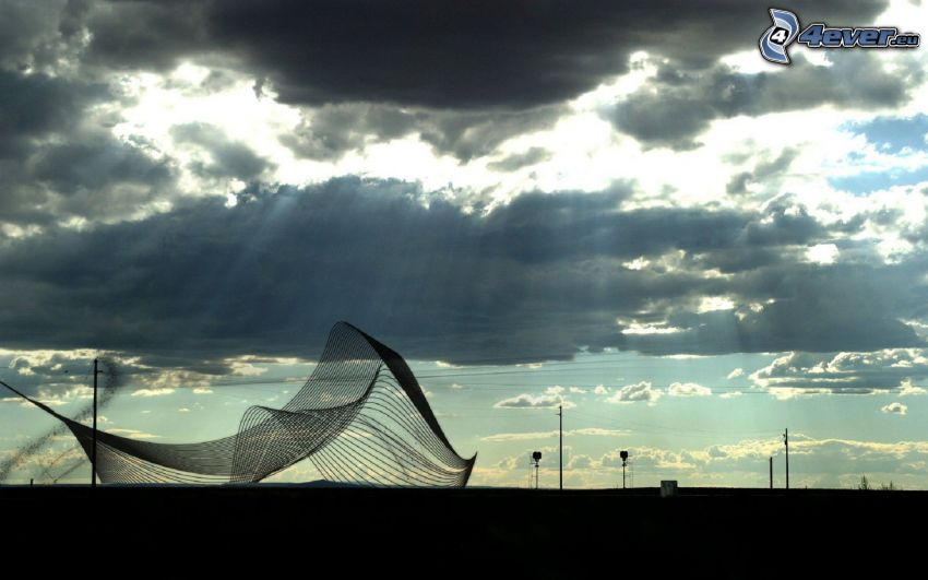 rete, raggi del sole dietro le nuvole