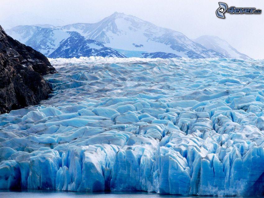 Torres del Paine, ghiaccio, colline coperte di neve
