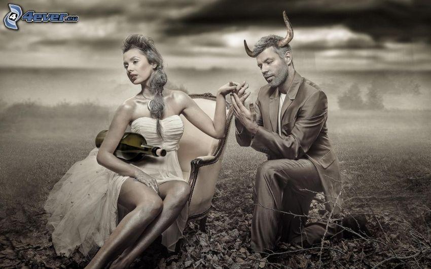uomo e donna, corni, bottiglia, color seppia