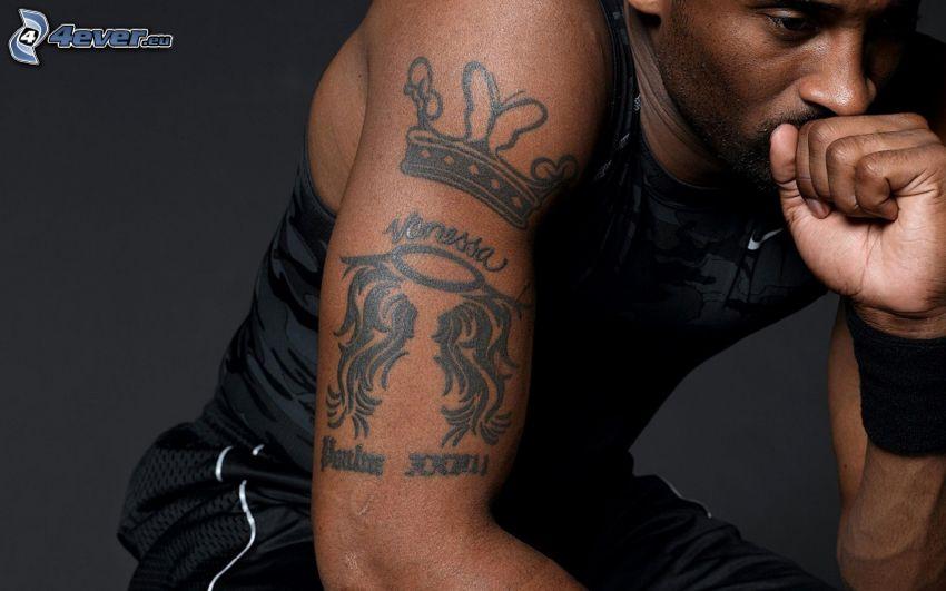 Kobe Bryant, tatuaggio sulla mano