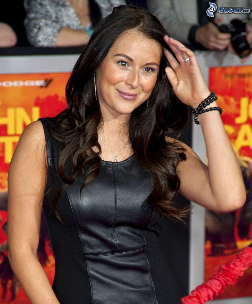 Alexa Vega, abito nero