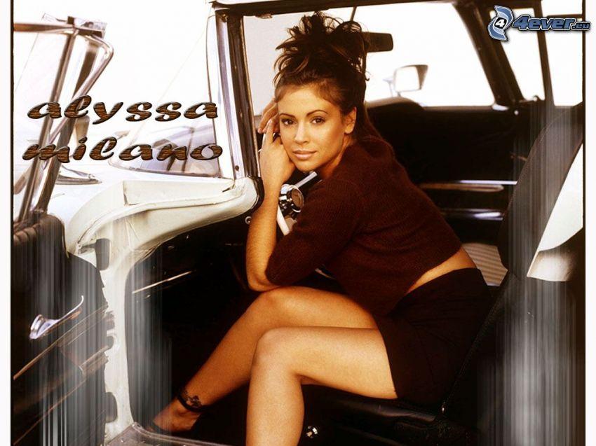 Alyssa Milano, attrice, Phoebe, streghe, Charmed, capelli castani, scarpe, gonna, maglione