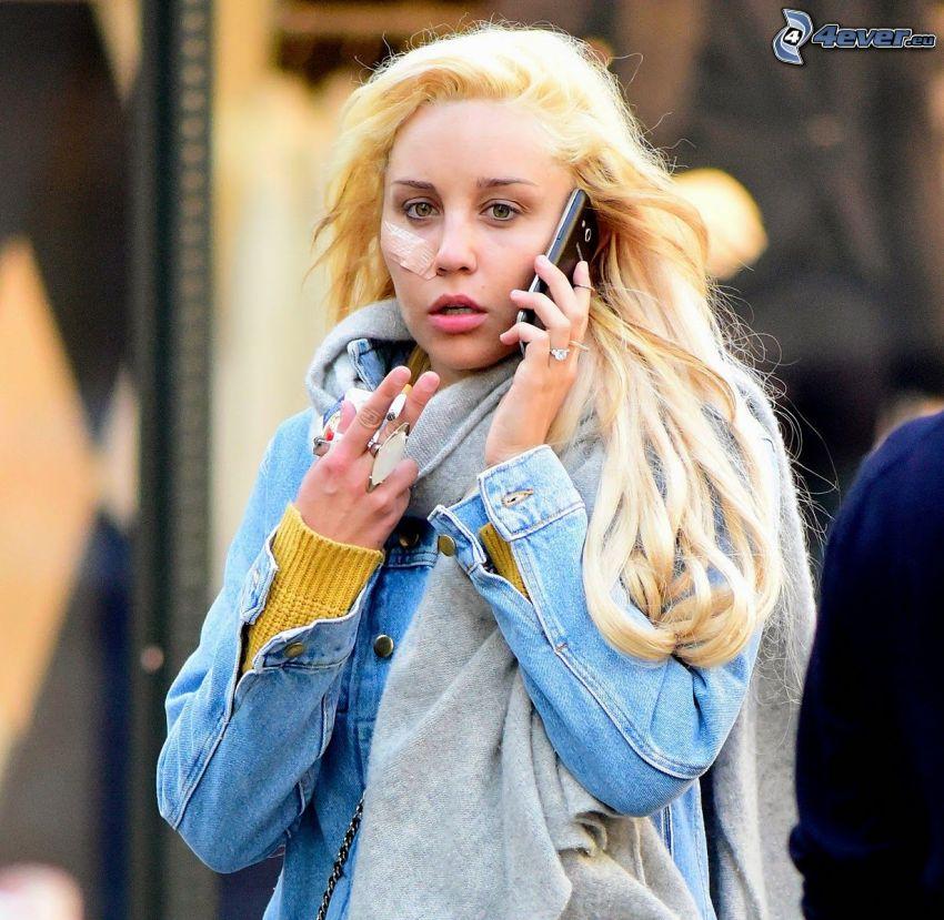 Amanda Bynes, ferita, telefono, fumo