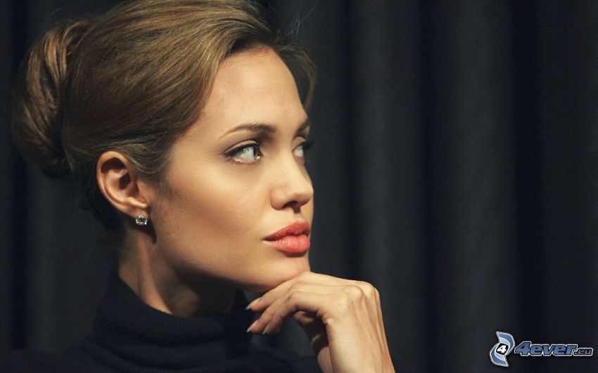 Angelina Jolie, sguardo