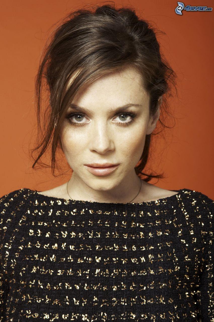 Anna Friel, maglione