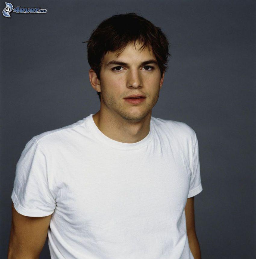 Ashton Kutcher, maglietta bianca