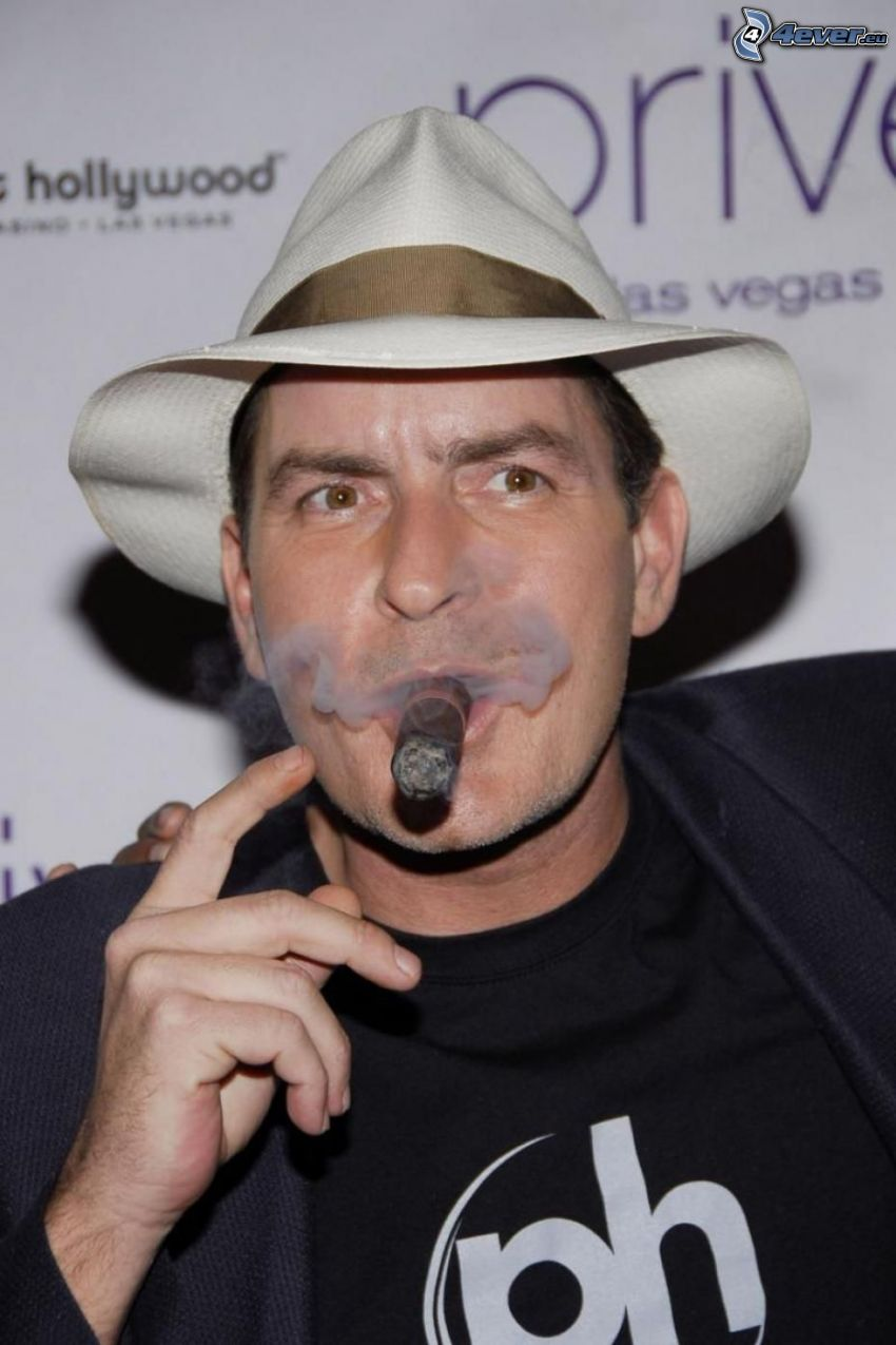 Charlie Sheen, sigaro