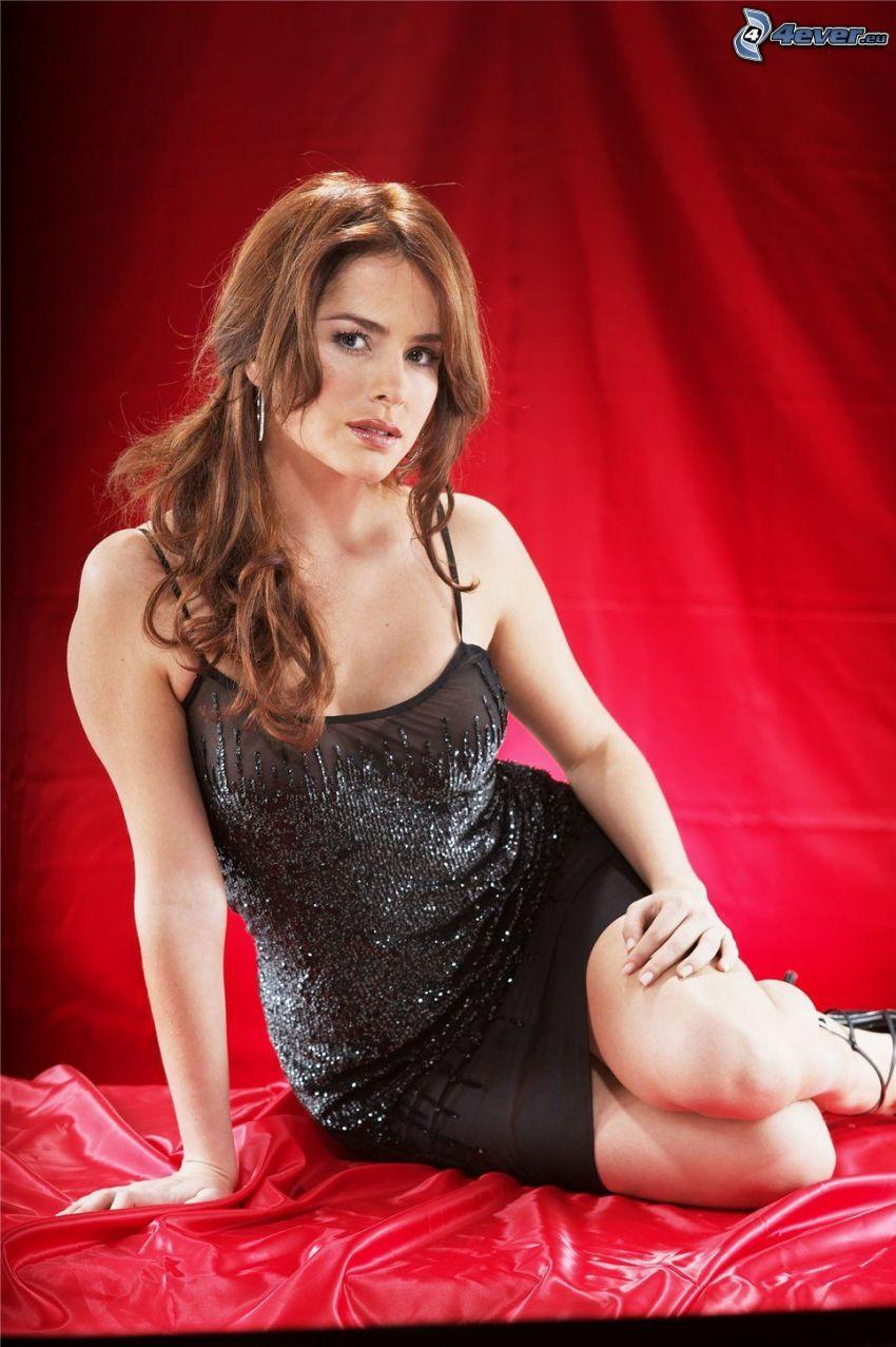 Danna Garcia, abito nero