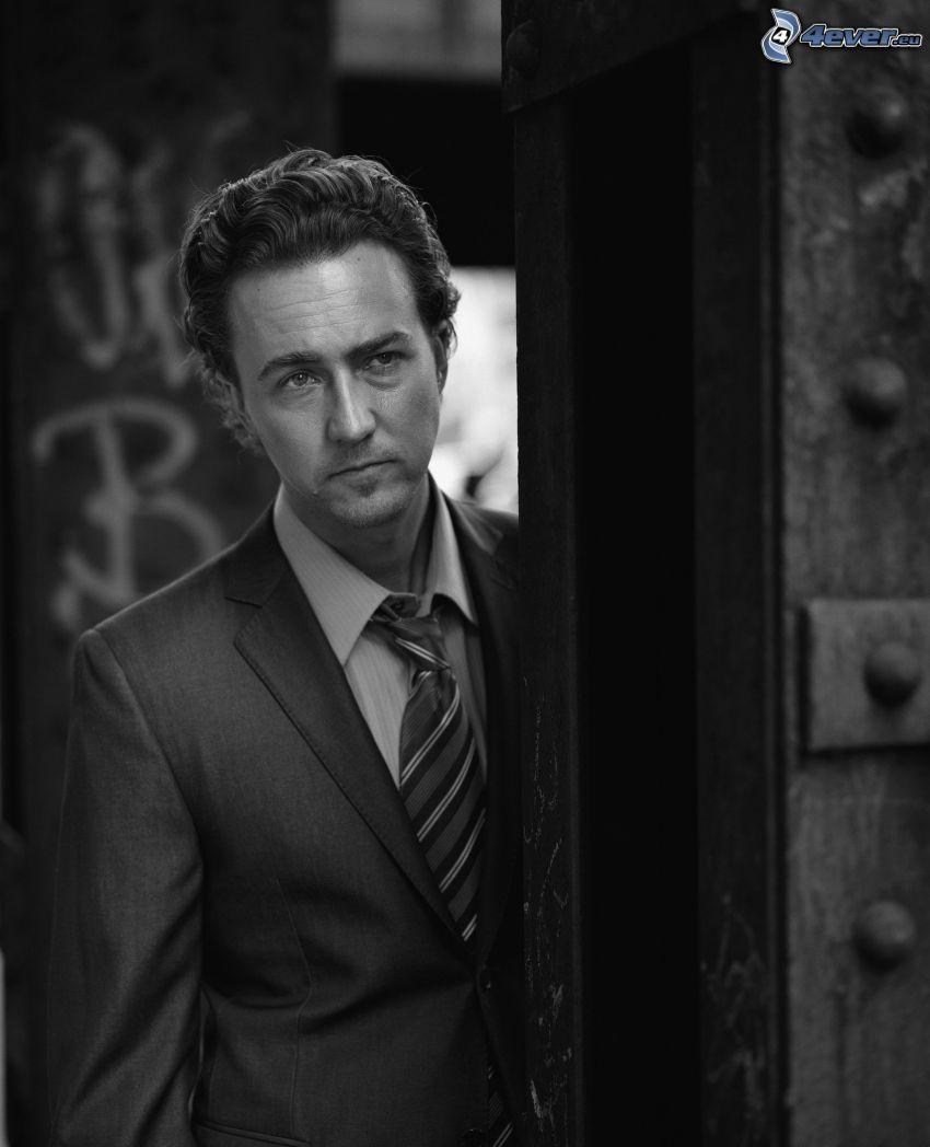 Edward Norton, uomo in abito, foto in bianco e nero