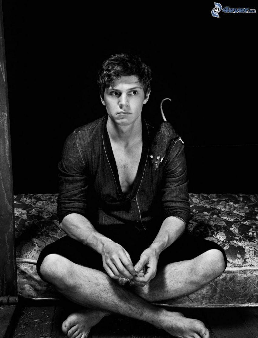 Evan Peters, foto in bianco e nero