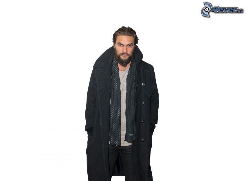 Jason Momoa, cappotto