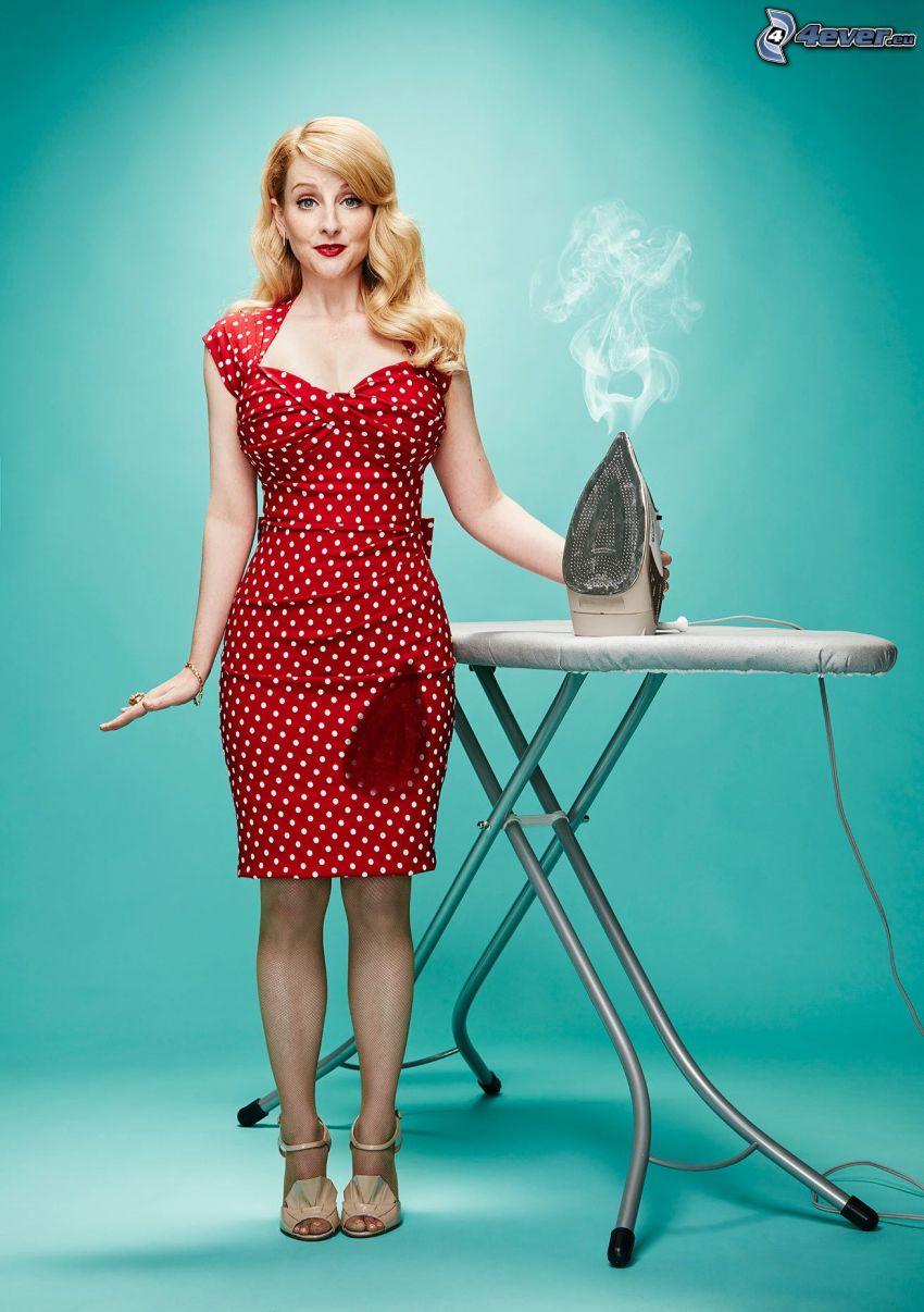 Melissa Rauch, abito punteggiato, vestito rosso, ferro da stiro