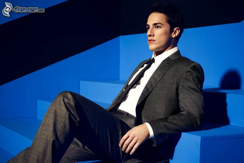 Michael Trevino, scale