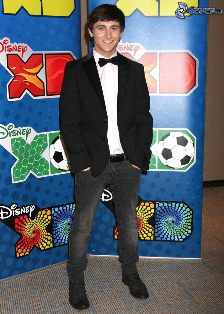 Mitchel Musso, giacca