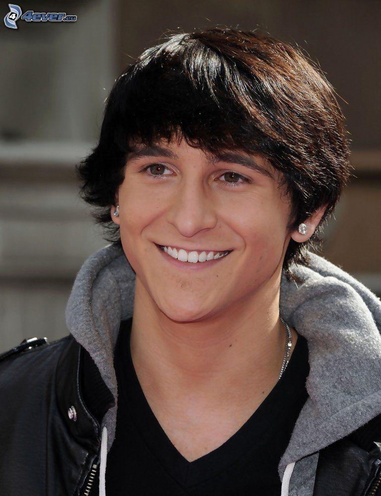 Mitchel Musso, sorriso