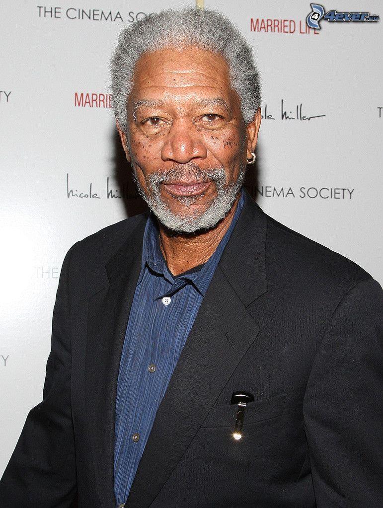 Morgan Freeman, uomo in abito