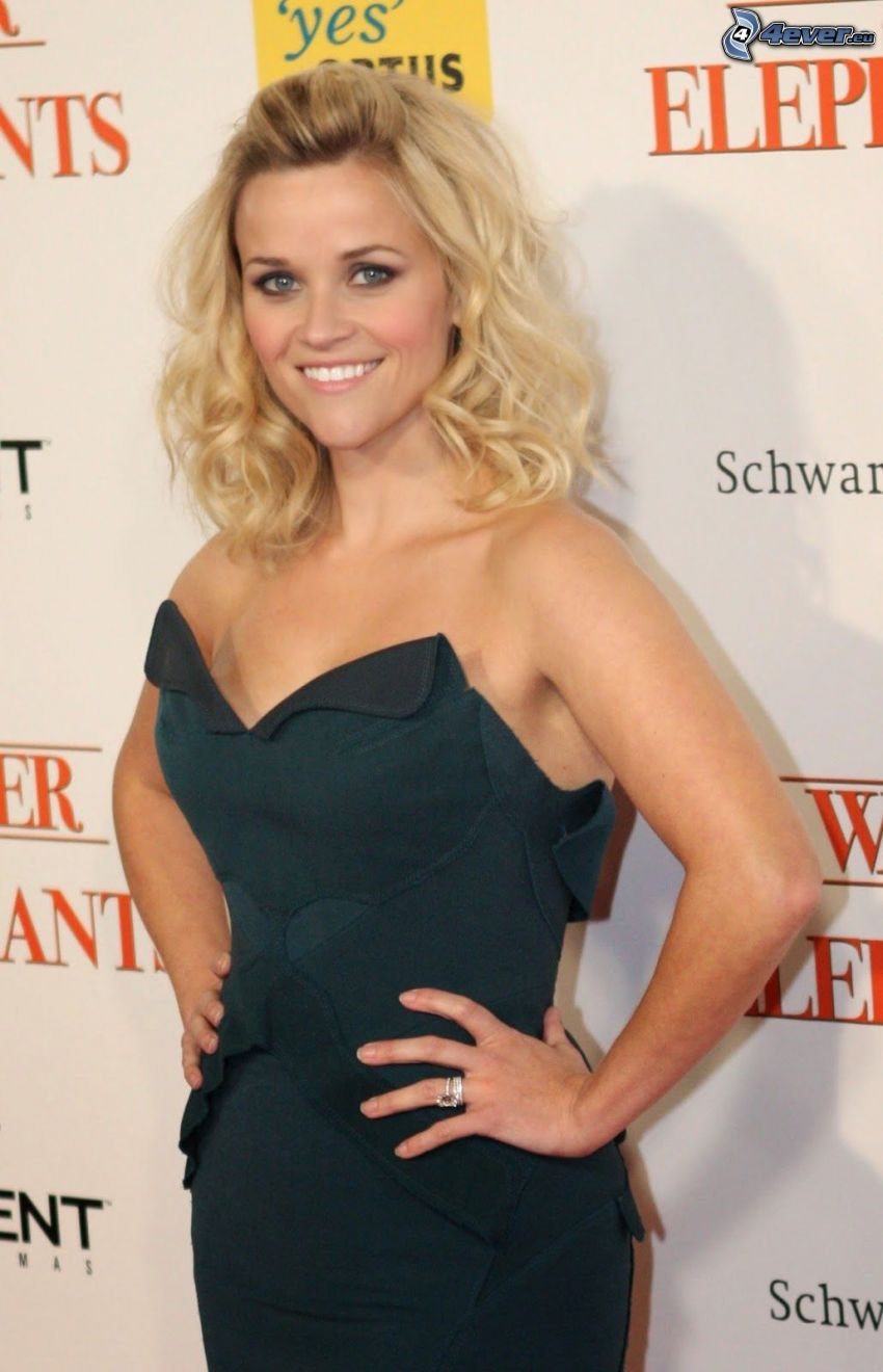 Reese Witherspoon, abito nero, sorriso