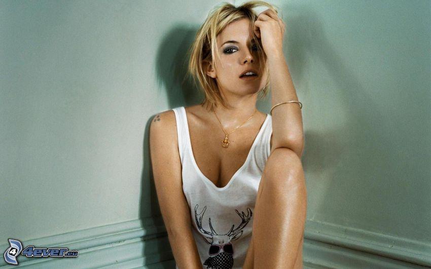 Sienna Miller, bionda sexy