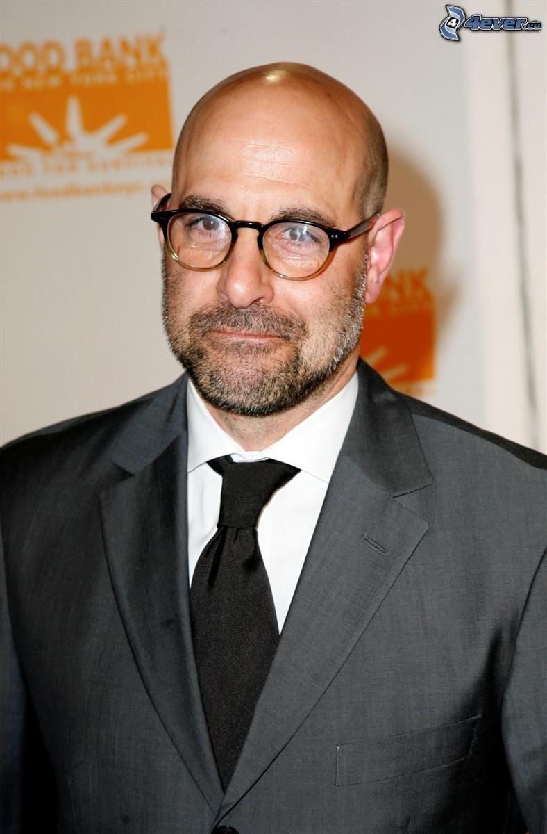 Stanley Tucci, uomo con gli occhiali, uomo in abito