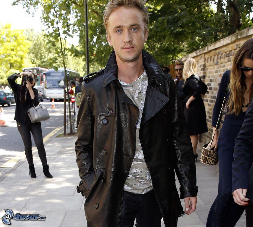Tom Felton, giacca pelle