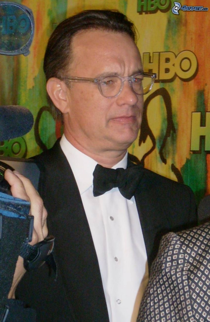 Tom Hanks, uomo con gli occhiali