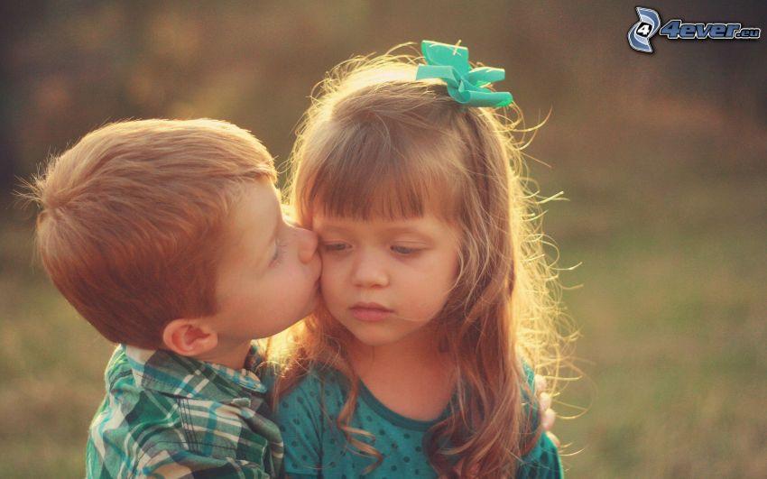 figli, bacio