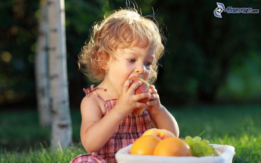 ragazza, frutta