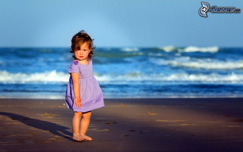ragazza, spiaggia sabbiosa, mare