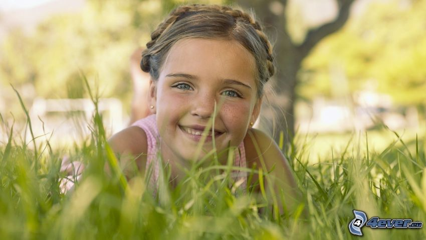 ragazza in erba