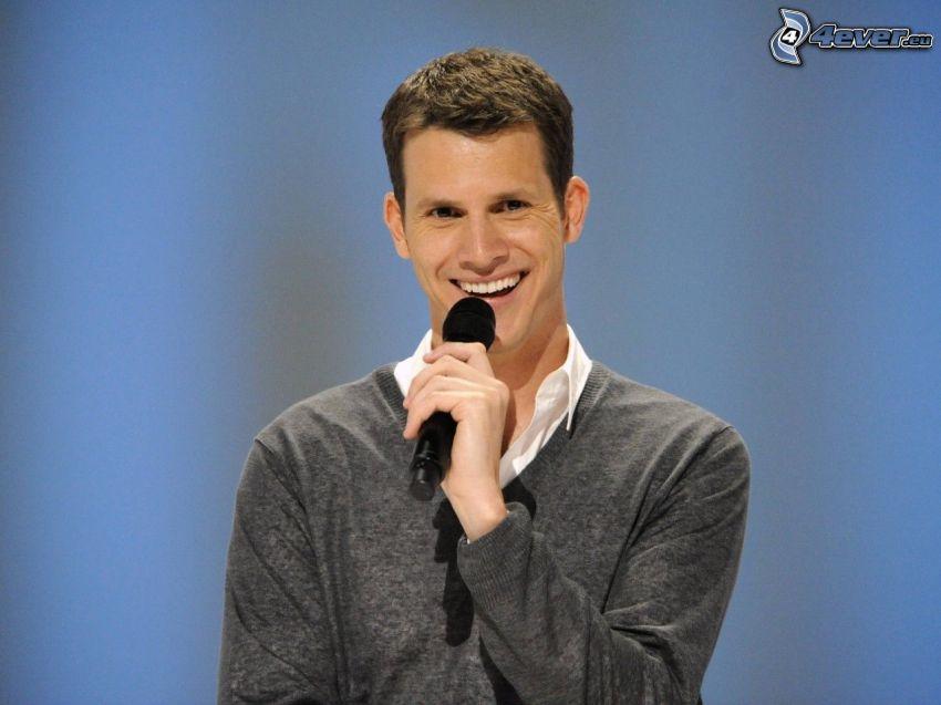 Daniel Tosh, comico, microfono, sorriso
