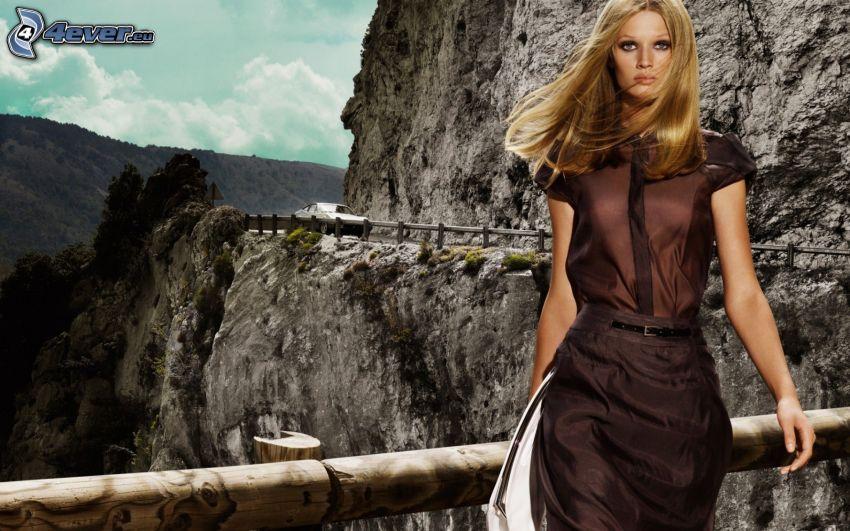 donna, vestito marrone, scogliera, auto