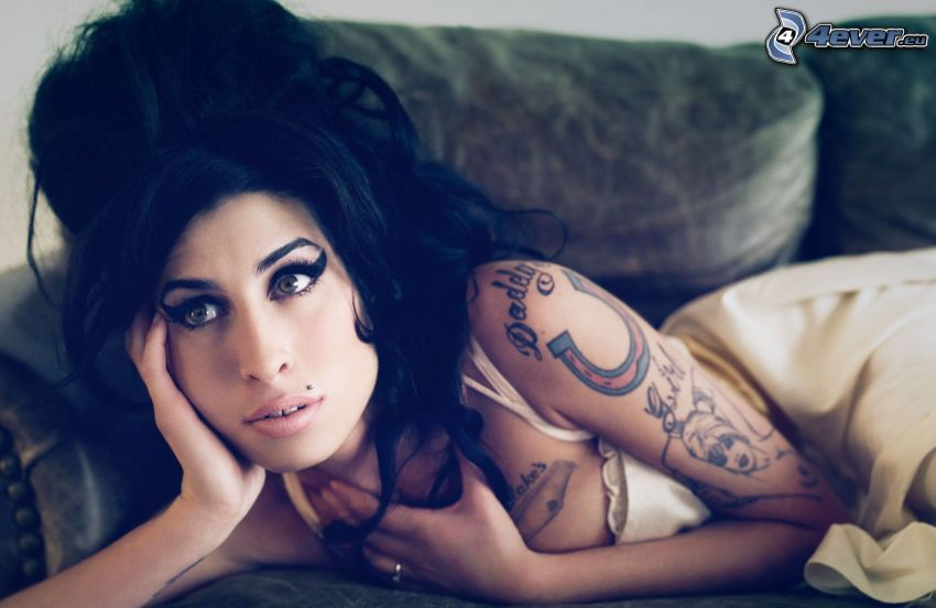 Amy Winehouse, donna tatuata
