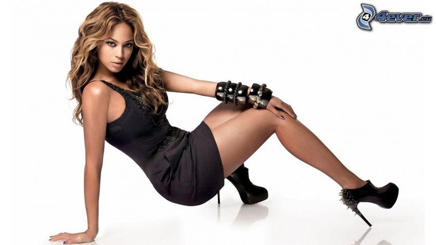 Beyoncé Knowles, abito nero, tacchi