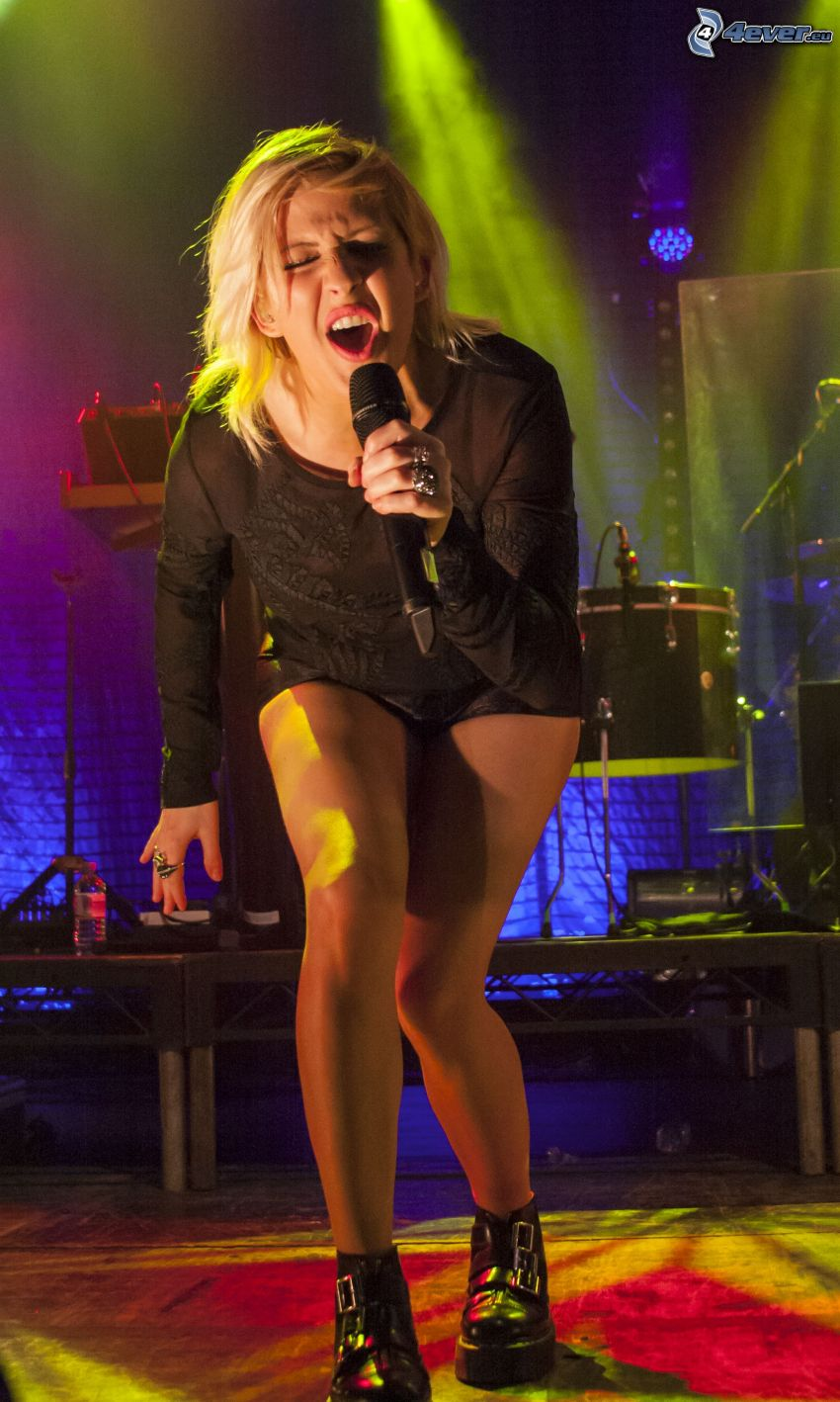 Ellie Goulding, canto, comparsa