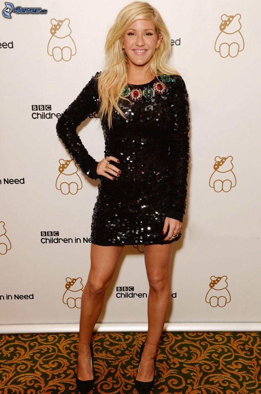 Ellie Goulding, sorriso, abito nero