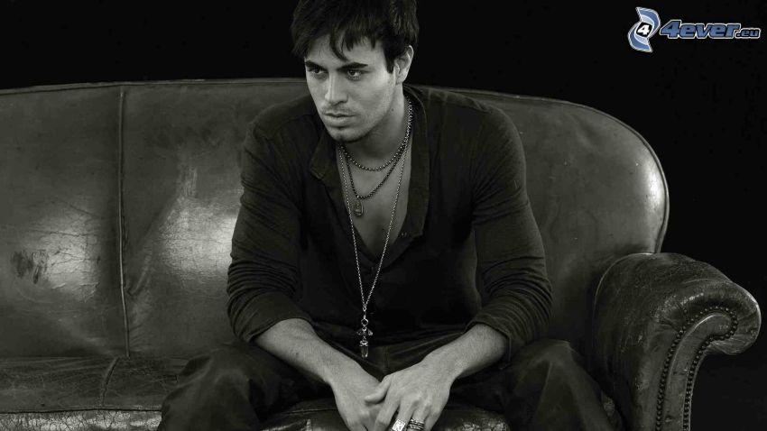 Enrique Iglesias, foto in bianco e nero
