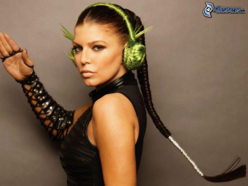 Fergie, ragazza con le cuffie