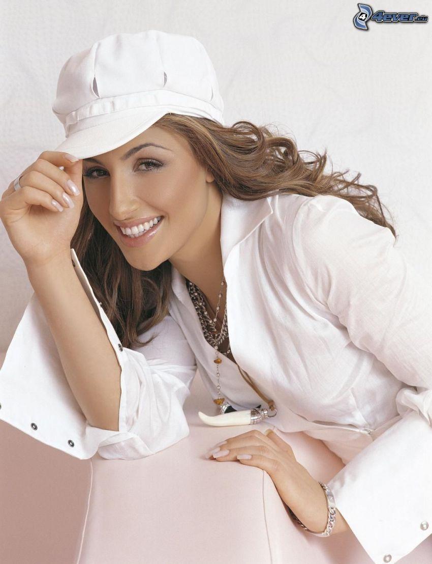 Helena Paparizou, camicia bianca, berretto