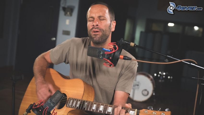 Jack Johnson, microfono, chitarra, canto