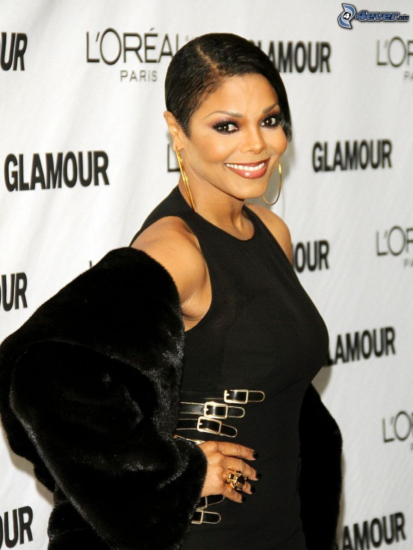 Janet Jackson, sorriso, abito nero