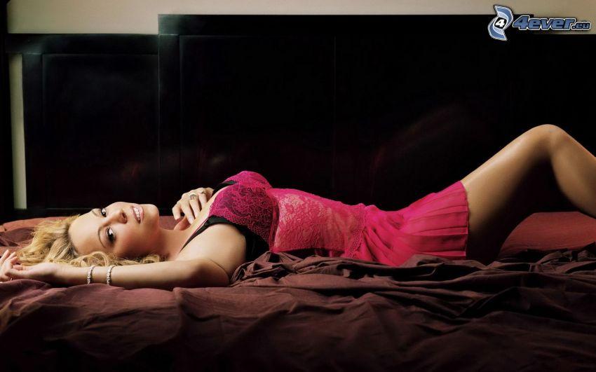 Mariah Carrey, bionda a letto