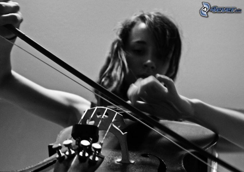 ragazza che suona il violoncello