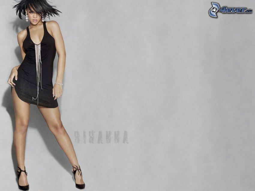 Rihanna, abito nero