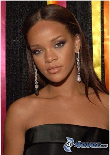 Rihanna, cantante, abito nero